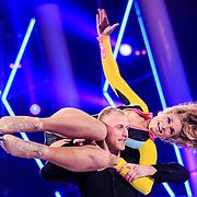 NLD/Hilversum/20130202 - 6de liveshow Sterren Dansen op het IJs 2013, Gaby Blaaser en schaatspartner Benoit Richaud