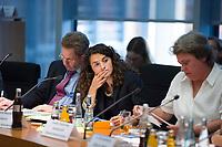 DEU, Deutschland, Germany, Berlin, 06.10.2014: <br /> Esra Kücük (M), Leiterin Junge Islam Konferenz, in der Sitzung des Unterausschusses Zivile Krisenprävention im Paul-Löbe-Haus, Deutscher Bundestag. Thema:<br /> Gewaltbereite Rückkehrer - wie können wir präventiv deren Zug in den Krieg verhindern?