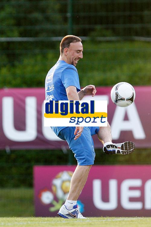 FOOTBALL - UEFA EURO 2012 - KIRCHA - UKRAINE - GROUP STAGE - GROUP D - FRANCE TRAINING - 12/06/2012 - PHOTO PHILIPPE LAURENSON / DPPI - KIRSHA TRAINING CENTER -      FRENCH PLAYERS - FRANCH RIBERY
