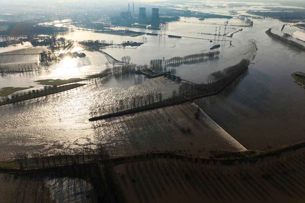 Nederland, Limburg, Gemeente Maasgouw, 10-01-2011; hoogwater Maas, omgeving Maasbracht als gevolg van sneeuwsmelt en neerslag in de bovenloop van de rivier. De stuw bij Linne is gestreken, de overlaat is in werking. In de achtergrond de Prins Clauscentrale en de brug van de A2..Meuse flood, Maasbracht area, high water due to snow melt and precipitation upstream. The weir at Linne is lowered, the spillway is in operation. In the bridge A2 motorway and power plant..luchtfoto (toeslag), aerial photo (additional fee required).© foto/photo Siebe Swart