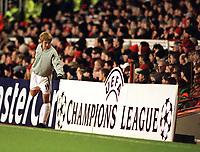 Fotball: Junichi Inamoto, Arsenal. Prepares to come on. Arsenal v Bayer Leverkusen. Champions League. 27.02.2002.<br /><br /> Foto : Andrew Cowie/Digitalsport