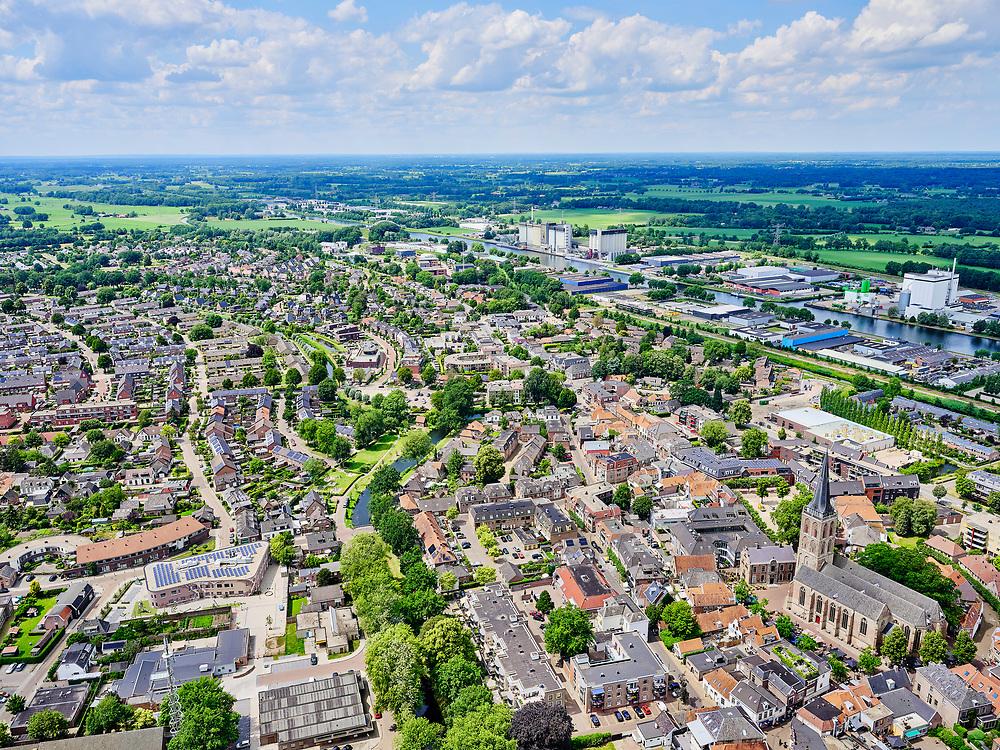 Nederland, Gelderland, Gemeente Lochem, 21–06-2020; Stadsgezicht, het centrum van de stad met onder andere DeGudulakerk. <br /> Cityscape, the center of the city including De Gudulakerk.<br /> <br /> luchtfoto (toeslag op standaard tarieven);<br /> aerial photo (additional fee required)<br /> copyright © 2020 foto/photo Siebe Swart