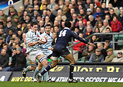 Twickenham. GREAT BRITAIN, Edward ANDREWS,  attacking on the wing, during the 2006 Varsity Rugby Match at Twickenham Stadium, England 12.12.2006. [Photo, Peter Spurrier/Intersport-images] Sponsor, Lehman Brothers,