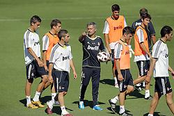 16.07.2010, Real Madrid Soccer City, Madrid, ESP, Real Madrid Training, im Bild Jose Mourinho zeigt der Mannschaft wo es lang geht, EXPA Pictures © 2010, PhotoCredit: EXPA/ Alterphotos/ ALFAQUI/ Cesar Cebolla / SPORTIDA PHOTO AGENCY