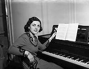 03/02/1953<br /> 02/03/1953<br /> 03 February 1953<br /> Marcelle Kodicek, 38, Hillfield Court, Belsize Avenue, London. Pianist.