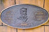 République d'Irlande, Dublin, plaque commemorative des grands écrivains irlandais dans les jardins de la cathedrale Saint Patrick, Shaw // Republic of Ireland; Dublin, famous irish writer memorial in Garden of St Patrick's Cathedral, Shaw