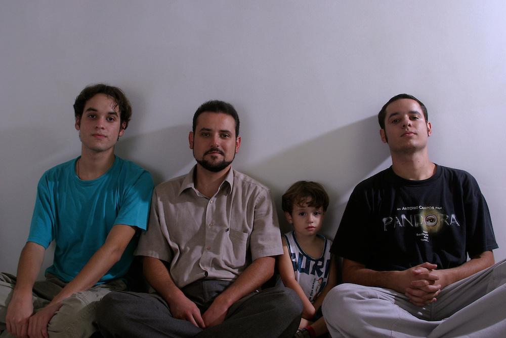 Belo Horizonte_MG, Brasil...Retrato de irmaos e um garoto...Brothers and boy portrait...Foto: BRUNO MAGALHAES / NITRO
