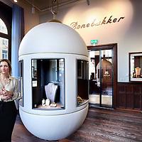 Nederland, Amsterdam , 21 maart 2012..Jannie Iwema eigenares van juwelier Bonebakker gevestigd in voormalig Conservatorium gebouw (nu Conservatorium hotel) aan de Baerlestraat.Foto:Jean-Pierre Jans