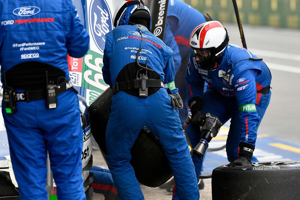 #66 Ford Chip Ganassi Racing Ford GT: Stefan Mücke, Olivier Pla, Billy Johnson, pit stop<br /> Saturday 16 June 2018<br /> 24 Hours of Le Mans<br /> 2018 24 Hours of Le Mans<br /> Circuit de la Sarthe WI FR<br /> World Copyright: Scott R LePage
