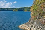 Jezioro Solińskie w okolicach Polańczyka. Bieszczady