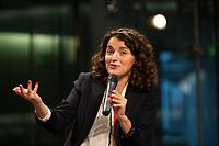DEU, Deutschland, Germany, Berlin, 28.11.2015: Esra Kücük, design. Leiterin des Gorki-Forums, bei der Konferenz Refugees welcome der Linksfraktion im Deutschen Bundestag, Paul-Löbe-Haus.