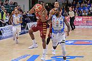 DESCRIZIONE : Campionato 2015/16 Serie A Beko Dinamo Banco di Sardegna Sassari - Umana Reyer Venezia<br /> GIOCATORE : Mike Green<br /> CATEGORIA : Palleggio Contropiede<br /> SQUADRA : Umana Reyer Venezia<br /> EVENTO : LegaBasket Serie A Beko 2015/2016<br /> GARA : Dinamo Banco di Sardegna Sassari - Umana Reyer Venezia<br /> DATA : 01/11/2015<br /> SPORT : Pallacanestro <br /> AUTORE : Agenzia Ciamillo-Castoria/L.Canu