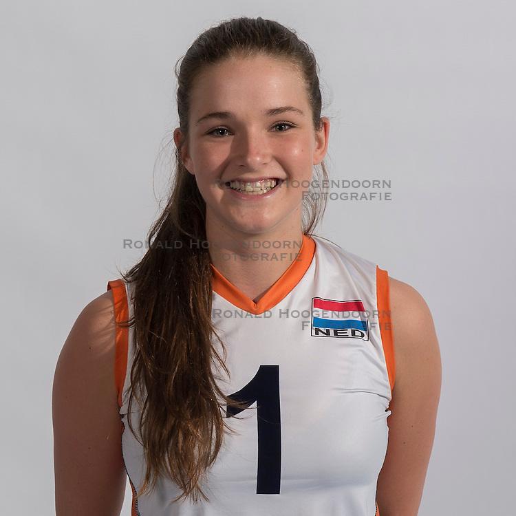 07-06-2016 NED: Jeugd Oranje meisjes <2000, Arnhem<br /> Photoshoot met de meisjes uit jeugd Oranje die na 1 januari 2000 geboren zijn / Susanne Kos