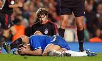 Fotball<br /> Champions League 2004/05<br /> Chelsea v Bayern München<br /> 6. april 2005<br /> Foto: Digitalsport<br /> NORWAY ONLY<br /> Chelsea's Frank Lampard lies on the pitch after a heavy challange by  Bayern Munich'sTorsten Frings. The German was booked for the offence
