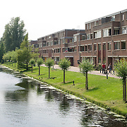 Nederland Rotterdam Deelgemeente prins alexander 06-06-2008 20080606 Foto: David Rozing ..Zevenkamp, grote brede watergang met woningen aan zijde. .Deelgemeente Prins Alexander is het op 1 na diepst / laag gelegen gebied in Nederland, het laagste punt in de deelgemeent is  6,67 meter beneden NAP Zevenkamp/ Prins Alexander, second deepest area in the Netherlands, deepest point in this area, below sealevel: - 6,67m NAP...Foto: David Rozing