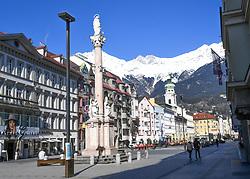 15.03.2020, Innsbruck, AUT, Coronavirus, Ausgangssperre in ganz Tirol, Tirol hat de facto eine Ausgangssperre verhängt. In einer Stellungnahme erklärte Landeshauptmann Günther Platter am Vormittag, die Tirolerinnen und Tiroler dürften die Wohnung nicht verlassen, davon gibt es nur wenige Ausnahmen, im Bild Maria Theresien Straße // during a Curfew all over Tyrol, Tyrol has de facto imposed a curfew. In a statement, Governor Günther Platter said in the morning that the Tyroleans were not allowed to leave the apartment, there are only a few exceptions. Innsbruck, Austria on 2020/03/15. EXPA Pictures © 2020, PhotoCredit: EXPA/ Erich Spiess