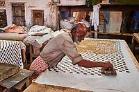Inde, Rajasthan, Jaipur, fabrique artisanale de textile avec impression au tampon // India, Rajasthan, Jaipur, block printing textile
