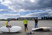 Het Nederlandse team van Cygnus test op de testbaan van de RDW in Lelystad de fiets waarmee ze een record willen gaan rijden.<br /> <br /> Team Cygnus is testing their bike to break the world record at the test track in Lelystad.