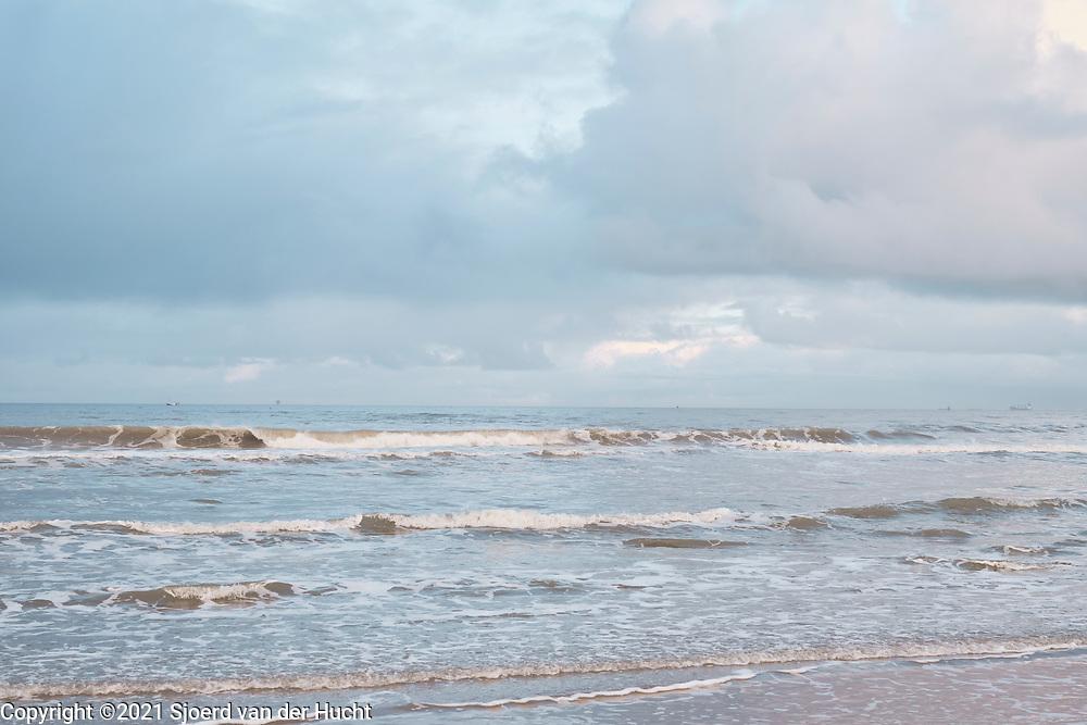 Zee bij het Zuiderstrand, Den Haag   Sea at South beach, The Hague