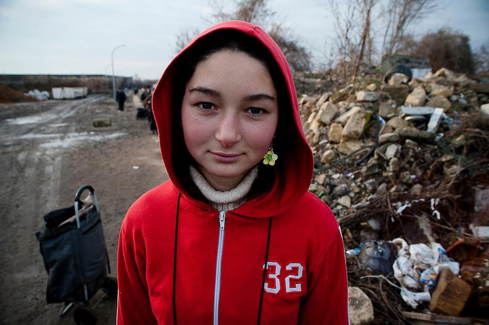 archief/illustatie<br /> Vica Lupazu, 16 jaar, bij kamp in Stains, Groot Parijs,  februari 15-02- 2009.<br /> <br /> Vica Lupazu, 16 ans Bidonville de  Stains,  (fevrier 2009).