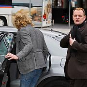 NLD/Amsterdam/20100331 - Christina Curry is geland op Schiphol met haar partner Baxter worden verwelkomd door de vaste taxichauffeur