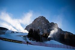 16.12.2016, Saslong, St. Christina, ITA, FIS Ski Weltcup, Groeden, Super G, Herren, im Bild Beschneiungsanlagen am Fusse des Langkofel / Saslong // Snowmaking equipment at the foot of the Saslon Mountain during men's SuperG of FIS Ski Alpine World Cup at the Saslong race course in St. Christina, Italy on 2016/12/16. EXPA Pictures © 2016, PhotoCredit: EXPA/ Johann Groder