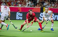 ANTWERPEN -  Felix Denayer (Belgie) met Enrique Gonzalez (Esp)   tijdens finale mannen  Belgie-Spanje-,  bij het Europees kampioenschap hockey.  WSP/ KOEN SUYK