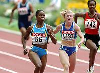 Friidrett, 23. august 2003, VM Paris,( World Championschip in Athletics), Chandra Sturrup 100 meter og Lyubov Perepelova (1182)