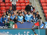 Fotball Tippeligaen Rosenborg - Sandnes Ulf<br /> 28 april 2013<br /> Lerkendal Stadion, Trondheim<br /> <br /> <br /> Sandnes Ulfs keeper Sean McDermott og Edier Frejd takker sine tilreisende supportere etter kampen<br /> <br /> <br /> <br /> Foto : Arve Johnsen, Digitalsport