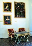 Portrety eksponowane w zamkowych salach