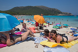© Licensed to London News Pictures.  03/07/2021. Cala Agulla, Spain. Holidaymakers enjoy the sunshine and beaches on Mallorca as Balearic Islands are on the UK 'green list' from Wednesday. Photo credit: Marcin Nowak/LNP