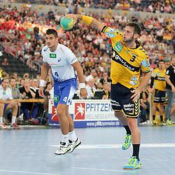 Rhein-Neckars Uwe Gensheimer (Nr.03) mit einem sieben Meter Strafwurf  im Spiel Rhein-Neckar-Loewen - HSV Handball.<br /> <br /> Foto © P-I-X.org *** Foto ist honorarpflichtig! *** Auf Anfrage in hoeherer Qualitaet/Aufloesung. Belegexemplar erbeten. Veroeffentlichung ausschliesslich fuer journalistisch-publizistische Zwecke. For editorial use only.