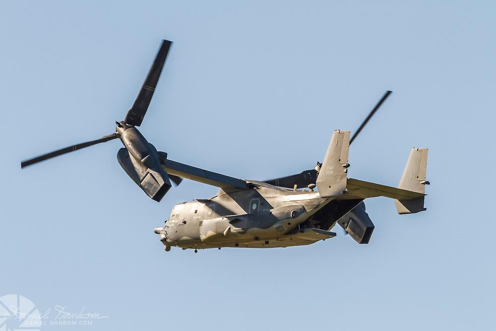 Bell-Boeing MV-22B Osprey, leaving MRY after refueling.