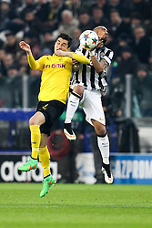 24.02.2015, Veltins Arena, Turin, ITA, UEFA CL, Juventus Turin vs Borussia Dortmund, Achtelfinale, Hinspiel, im Bild l-r: im Zweikampf, Aktion, Kopfballduell mit Nuri Sahin #18 (Borussia Dortmund) und Arturo Vidal #23 (Juventus Turin) // during the UEFA Champions League Round of 16, 1st Leg match between between Juventus Turin and Borussia Dortmund at the Veltins Arena in Turin, Italy on 2015/02/24. EXPA Pictures © 2015, PhotoCredit: EXPA/ Eibner-Pressefoto/ Kolbert<br /> <br /> *****ATTENTION - OUT of GER*****