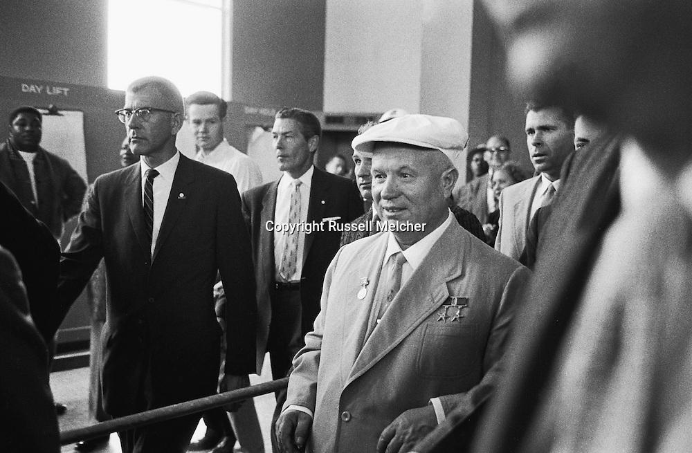 1959, September. Nikita Khrushchev  loves America!<br /> <br /> 1959, Septembre . Nikita Khrouchtchev aime l'Amérique !