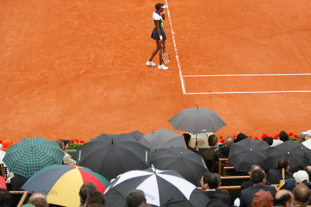 Roland Garros. Paris, France. May 26th 2008..Venus WILLIAMS against Tzipora OBZILER. ...