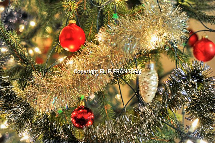 Nederland, Ubbergen, 1-12-2019Kerstboom met lichtjes en rode kerstballen.Foto: Flip Franssen/Hollandse Hoogte