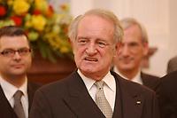 15 JAN 2003, BERLIN/GERMANY:<br /> Johannes Rau, Bundespraesident, waehrend dem Neujahrsempfang des Bundespraesidenten fuer das Diplomatische Korps im Schloss Bellevue<br /> IMAGE: 20030115-02-016