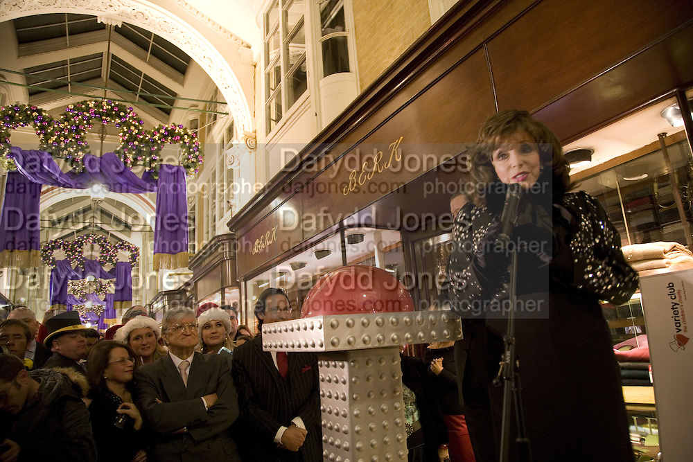 JOAN COLLINS SWITCHING ON THE CHRISTMAS LIGHTS,  Joan Collins Turns On Burlington Arcade Christmas Lights, PICCADILLY, LONDON - NOVEMBER 20 2007. -DO NOT ARCHIVE-© Copyright Photograph by Dafydd Jones. 248 Clapham Rd. London SW9 0PZ. Tel 0207 820 0771. www.dafjones.com.