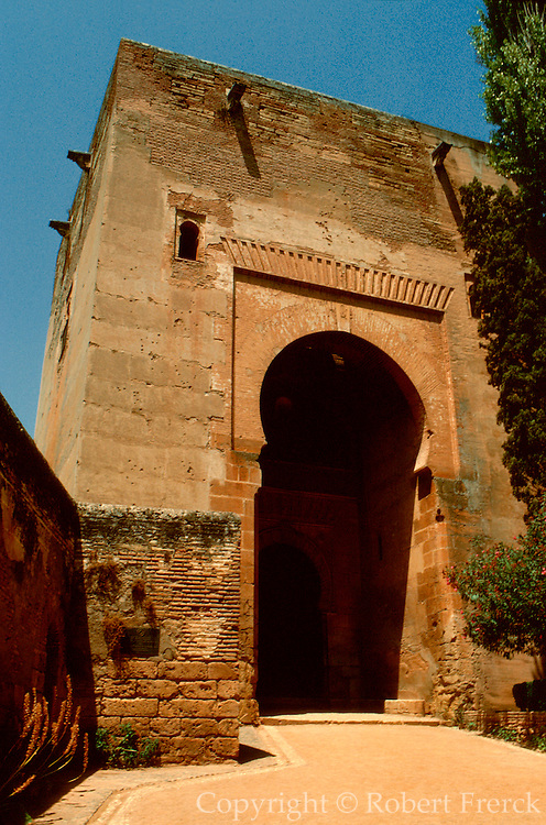 SPAIN, ANDALUSIA, GRANADA Alhambra; Gate of Justice, keystone