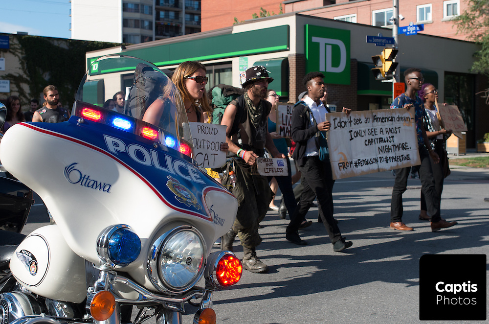 Protesters march towards the Elgin Street police station in Ottawa. August 23, 2014.