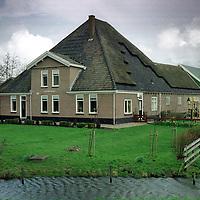 Nederland. Zuidscherm. 2 april 2003..Stolp van Karin en Bart Koppenol. Stolpboerderij. Wonen.