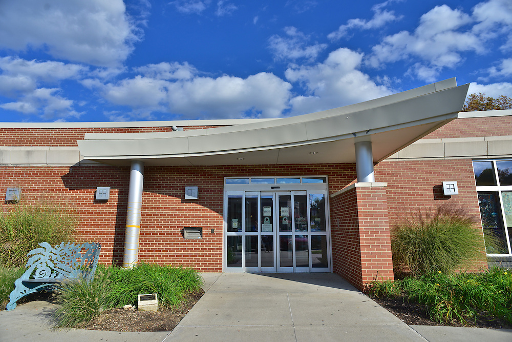 Entrance to the Highland Square Branch of the Akron-Summit County Public Library.
