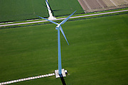 Nederland, Flevoland, Zuidelijk Flevoland,  08-09-2009. Windmolen midden in het grasland, onderdeel van een serie windturbines op boerenland..Windmill in the middle pasture, part of a series of wind turbines on farmland..luchtfoto (toeslag); aerial photo (additional fee required); .foto Siebe Swart / photo Siebe Swart