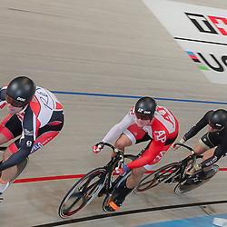 06-11-2016: Wielrennen: NK Teamsprint en Ploegenachtervolging : Apeldoorn  <br /> APELDOORN (NED) wielrennen  <br /> Volgas naar de titel op de teamsprint Nils van 't Hoenderdal, Jeffrey Hoogland, Hugo Haak