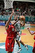 DESCRIZIONE : Siena Lega A 2008-09 Playoff Finale Gara 2 Montepaschi Siena Armani Jeans Milano<br /> GIOCATORE : Terrell Mc Intyre<br /> SQUADRA : Montepaschi Siena <br /> EVENTO : Campionato Lega A 2008-2009 <br /> GARA : Montepaschi Siena Armani Jeans Milano<br /> DATA : 12/06/2009<br /> CATEGORIA : tiro penetrazione<br /> SPORT : Pallacanestro <br /> AUTORE : Agenzia Ciamillo-Castoria/G.Ciamillo
