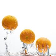 Drie manderijnen in het water - Three mandarins orange in water