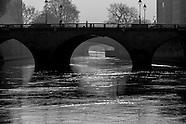On Paris  bridges PR305NA