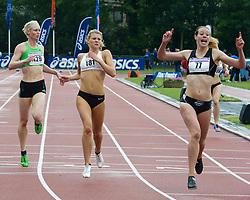 11-06-2011 ATLETIEK: ASICS GOUDEN SPIKE: LEIDEN<br /> (L-R) Vickey Barr GBR, Nicky van Leuveren, Marit Dopheide 400 meter<br /> ©2011-WWW.FOTOHOOGENDOORN.NL / Peter Schalk