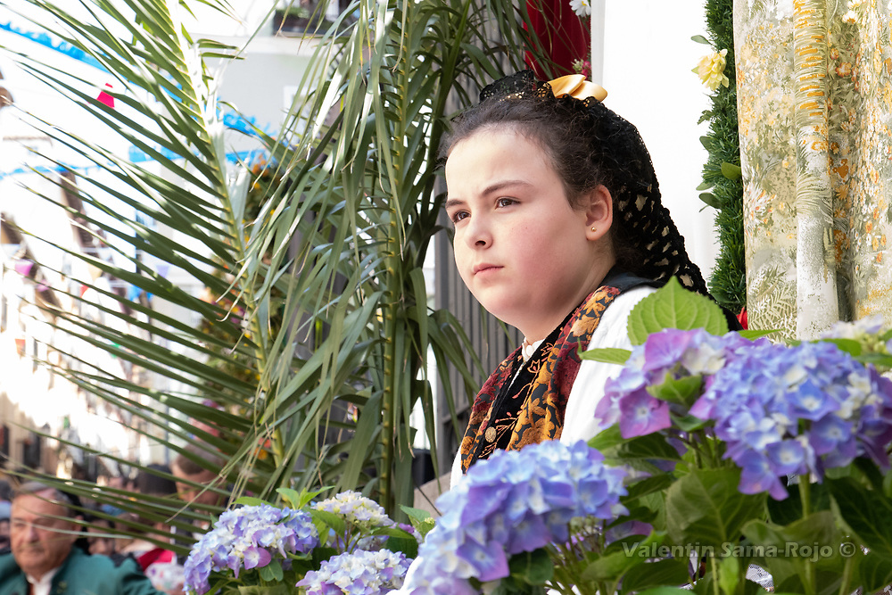 Madrid, Spain. 6th May, 2018. Portrait of the 'Maya' Carlota wearing traditional Goyesque dress sitting on an altar decorated with plam tree palms and flowers. © Valentin Sama-Rojo.